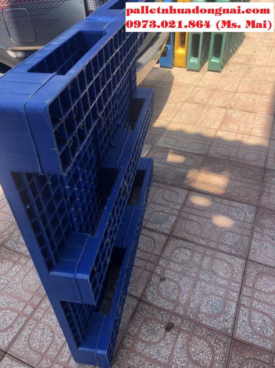 Pallet nhựa cũ kt 1200x1050x140mm màu xanh ba chân