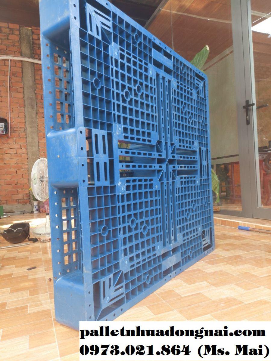 Pallet nhựa mới kt 1100x1100x150mm màu xanh