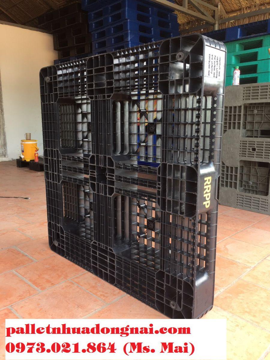 Thanh lý 2000 chiếc pallet nhựa cũ tại Bình Dương